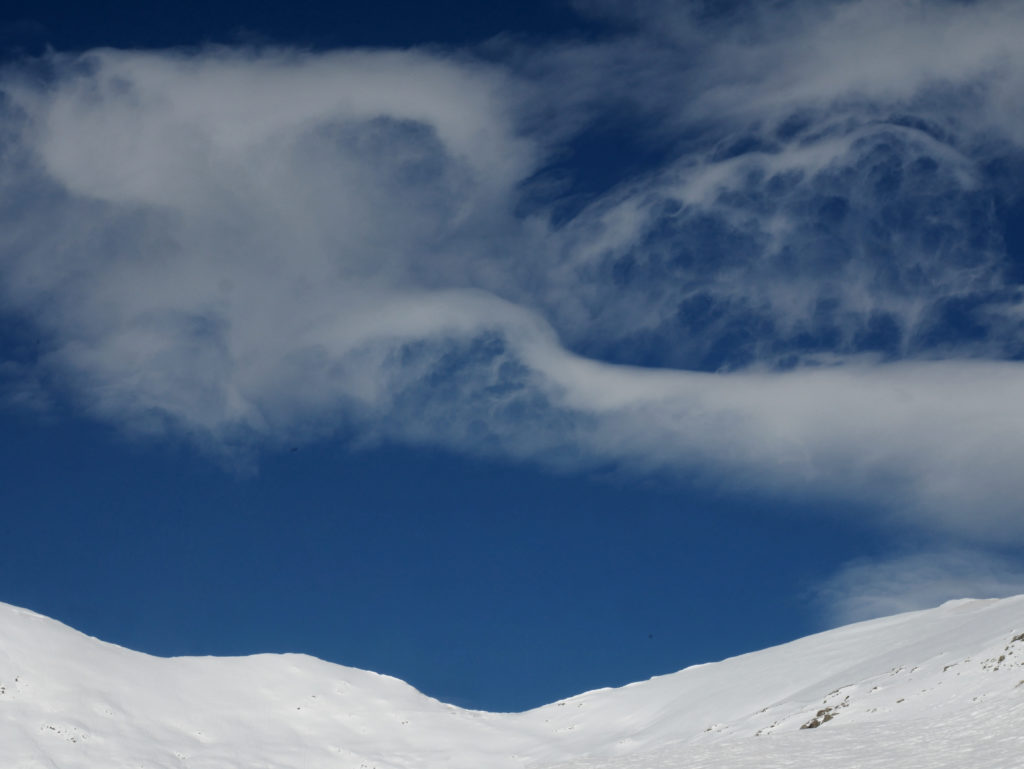 El pico Aiguillettes al fondo a la derecha